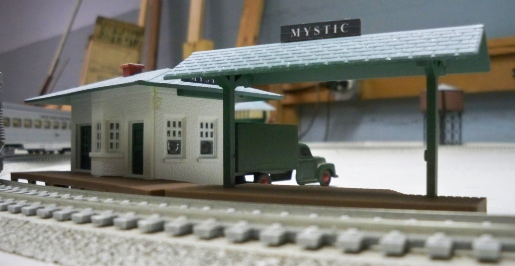 Plasticville  HO Scale 2 Suburban Station Side Walls HO Scale